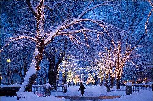 christmas-lights-on-houses-with-snow-5